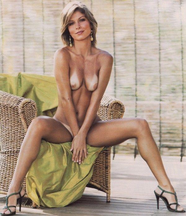 Barbara-Borges-Naked-Pelada-in-Revista-Playboy-16