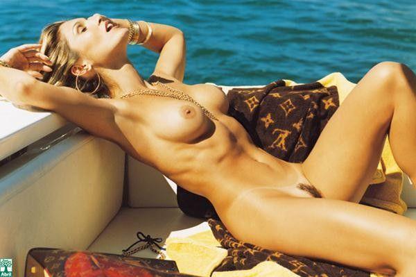 Flavia-Alessandra-Nua-Pelada-Revista-Playboy-11