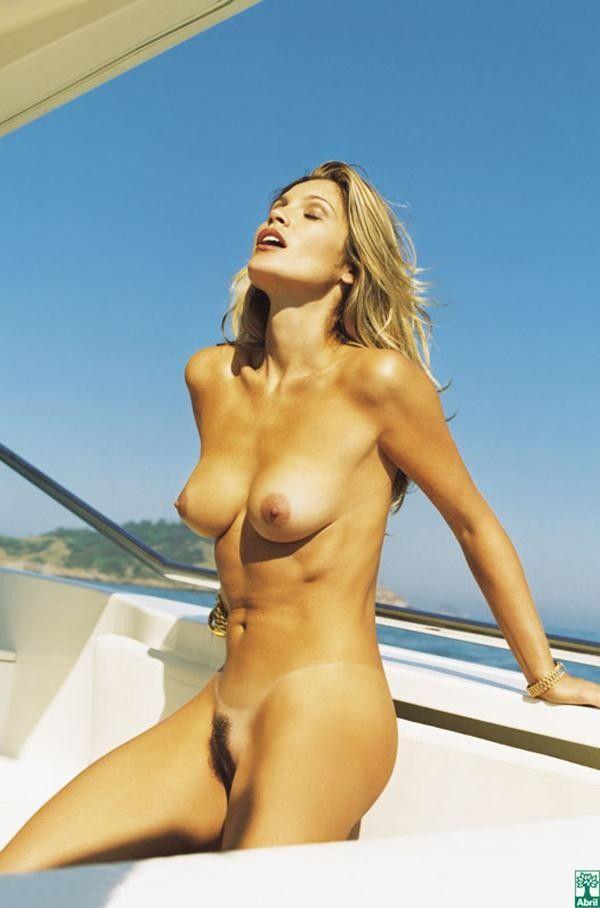 Flavia-Alessandra-Nua-Pelada-Revista-Playboy-19