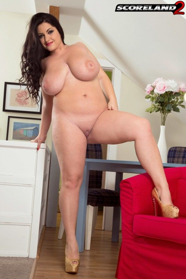 Chubby-Naked-4