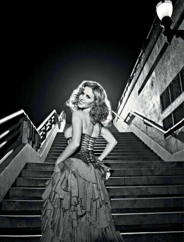 Leona-Cavalli-Naked-in-Revista-Playboy-5