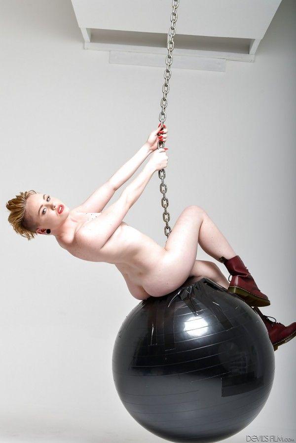 Miley-Cyrus-Naked-Naked-10