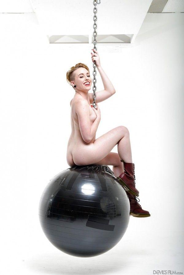 Miley-Cyrus-Naked-Naked-15
