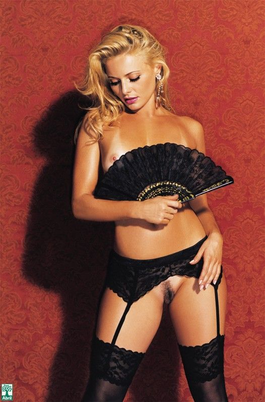 Rita-Guedes-Nua-Pelada-na-Revista-Playboy-15