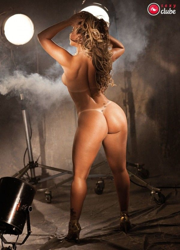 Viviane-Araujo-Nua-Pelada-Revista-Sexy-15