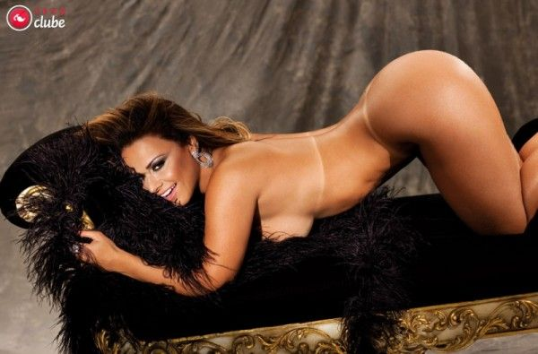 Viviane-Araujo-Nua-Pelada-Revista-Sexy-18