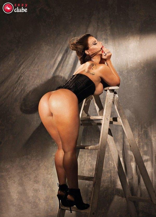 Viviane-Araujo-Nua-Pelada-Revista-Sexy-2