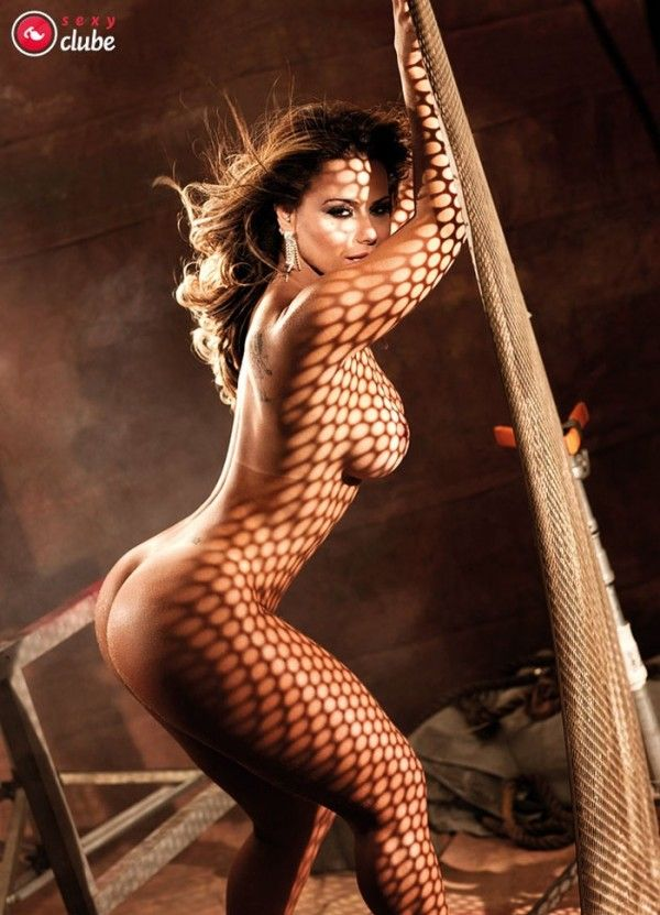 Viviane-Araujo-Nua-Pelada-Revista-Sexy-34