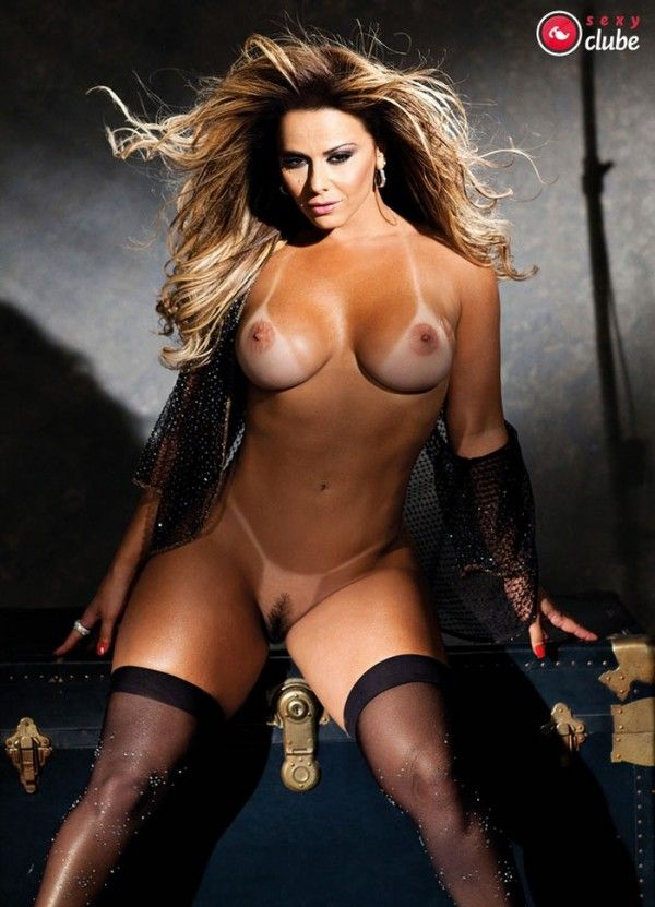 Viviane-Araujo-Nua-Pelada-Revista-Sexy-39