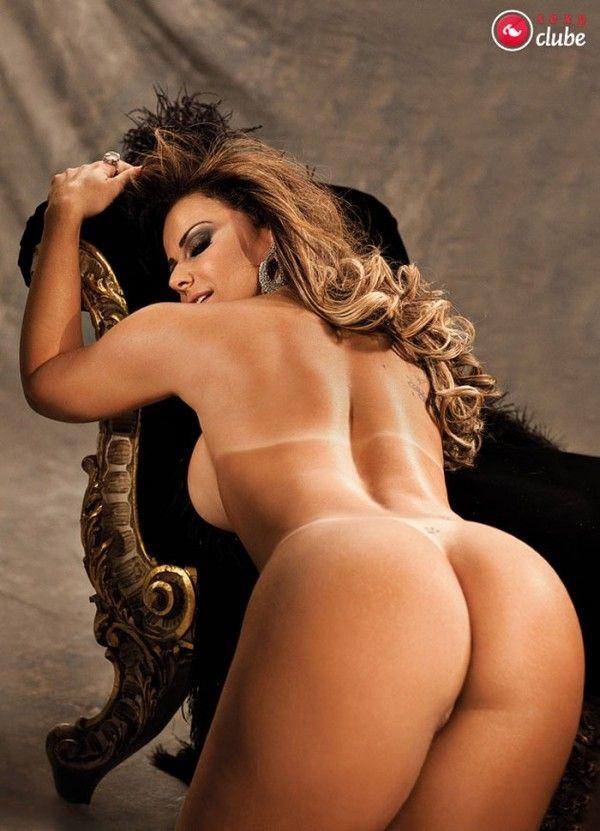 Viviane-Araujo-Nua-Pelada-Revista-Sexy-40