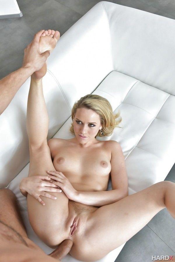 露骨的性爱图片与金发女郎的屁股 15