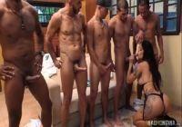 mulhere-nua-fodendo-com-um-grupo-de-homens-200x140