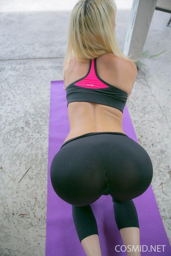 essa-loira-safada-foi-fazer-uns-exercicios-para-ficar-mais-gostosa-6