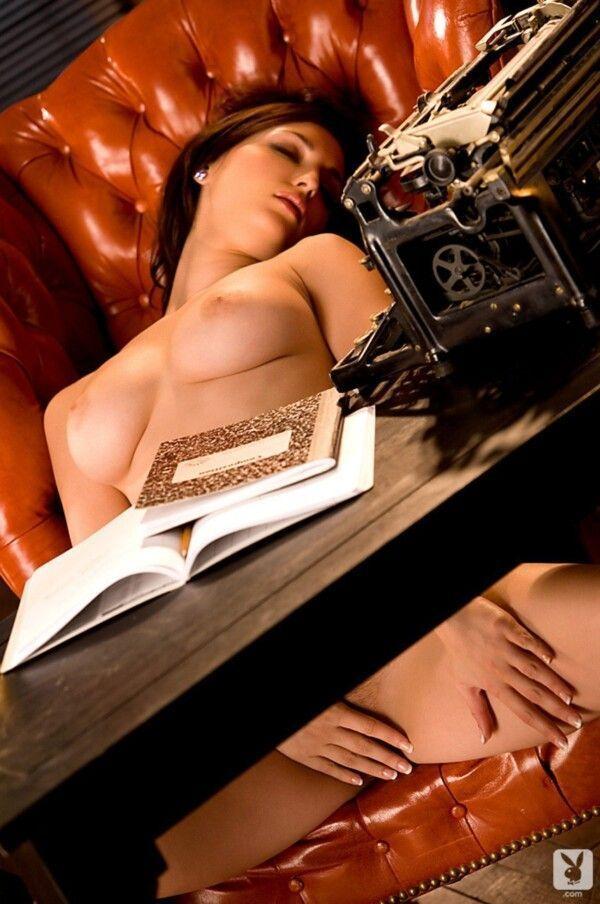 novinha-rabuda-safada-peituda-em-fotos-eroticas-sedutoras-12