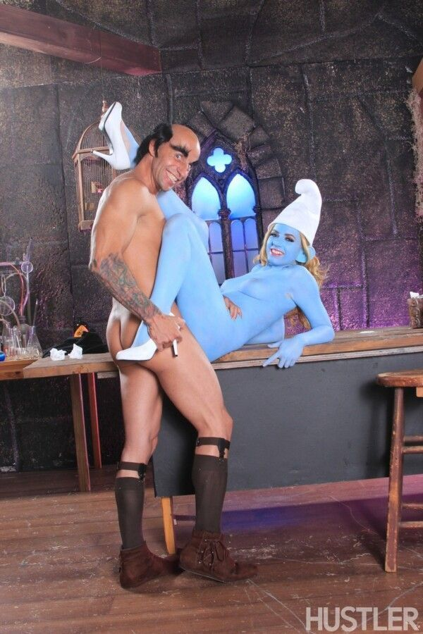 porn-homey-with-smurfette-hot-releasing-her-greluda-pussy-11