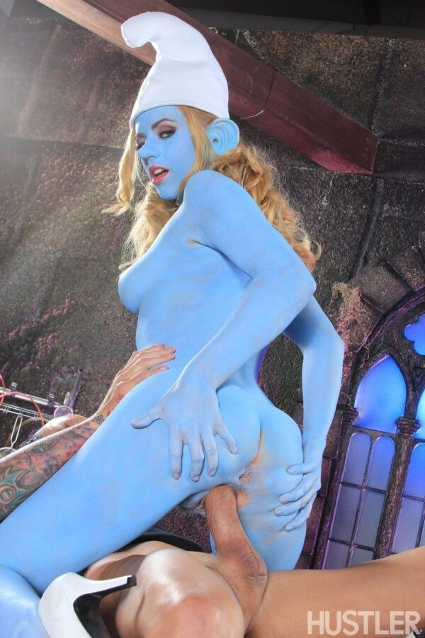 porn-homey-with-smurfette-hot-releasing-her-greluda-pussy-6