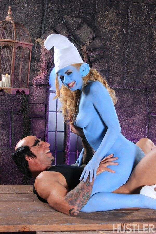 porn-homey-with-smurfette-hot-releasing-her-greluda-pussy-7