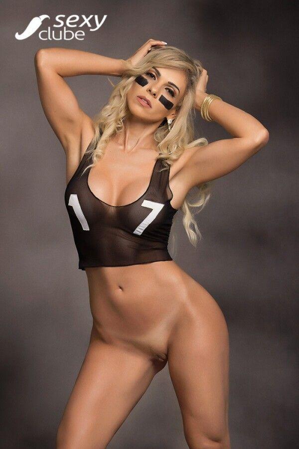 revista-sexy-com-fernanda-martinelli-nua-peladinha-em-um-belo-ensaio-sensual-12