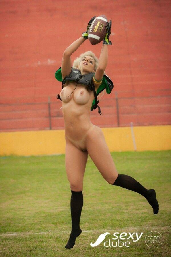 revista-sexy-com-fernanda-martinelli-nua-peladinha-em-um-belo-ensaio-sensual-29