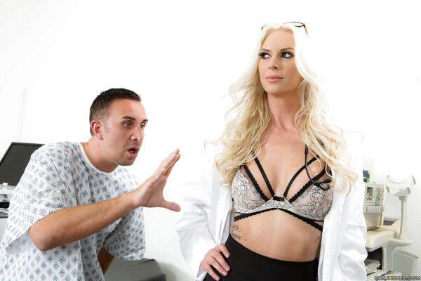 doutora-loira-gostosa-abusando-de-paciente-tarado-durante-a-consulta-anual-1