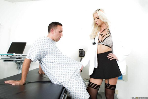 doutora-loira-gostosa-abusando-de-paciente-tarado-durante-a-consulta-anual-2