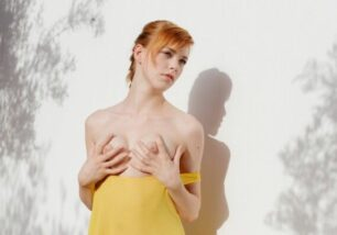 fotos-porn-de-ruiva-gostosa-mostrando-os-peitos-e-a-buceta-2-306x214