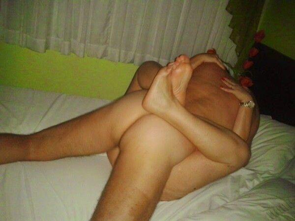 男性他妈的粉红色阴户他的顽皮妻子 1