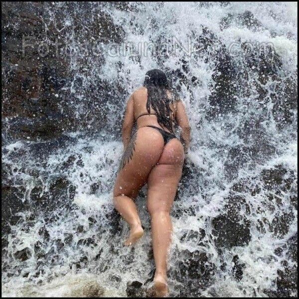 брюнетка-голая-маладая-сенсуализация-ў-вадаспадзе-3