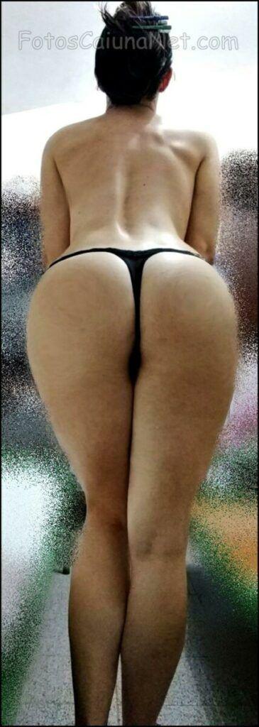 裸体女人展示她的热猫12-scaled
