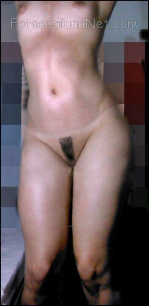 裸体女人展示她的热猫9-scaled