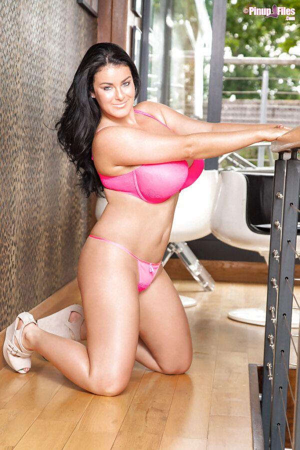 mulher-pelada-deliciosa-com-peitoes-perfeitos-se-exibindo-durante-a-sessao-fotografica-15
