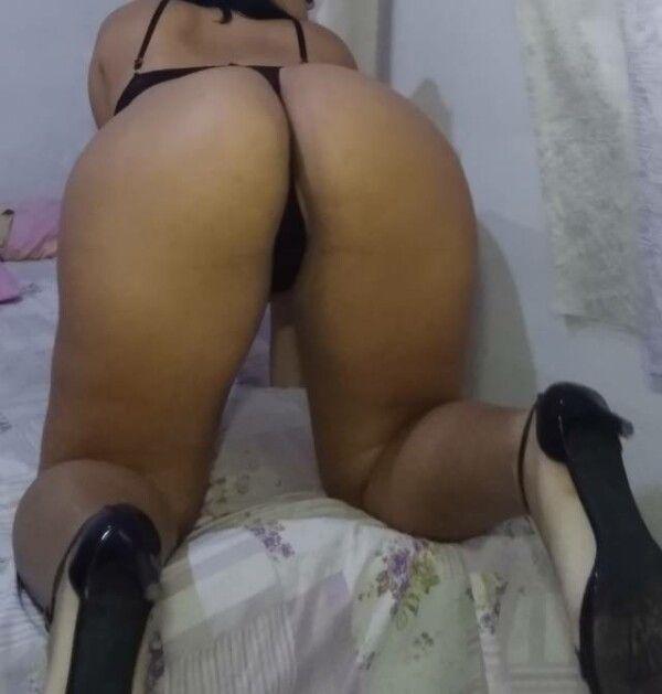 Namorada novinha fazendo ensaio sensual amador