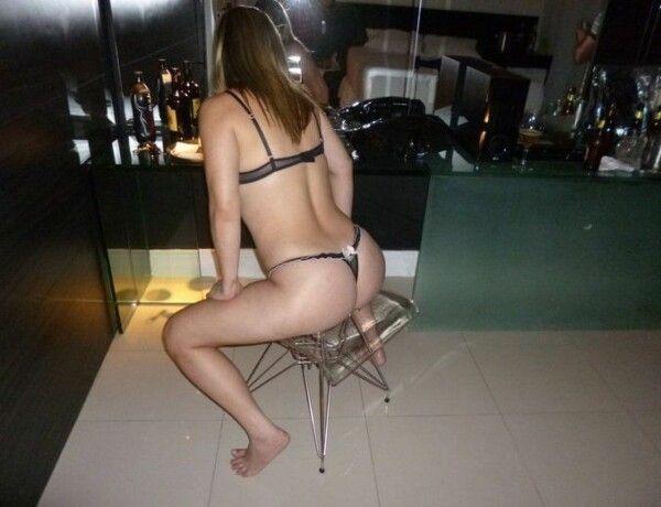 淘气-幸运-picking-in-the-blonde-pussy-15