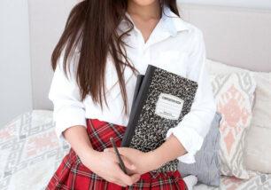 estudante-asiatica-em-fotos-amadoras-0-306x214