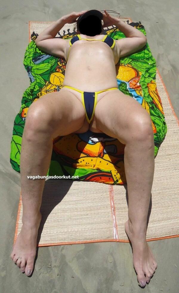 фатаграфіі голай кароны на пляжы-17