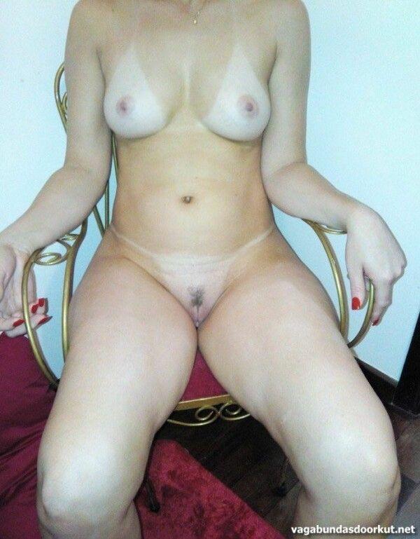 金发晒黑展示她的阴户和美味的胸部-12