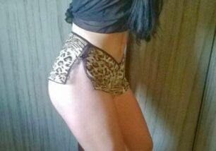 morena-pelada-mostrando-seu-corpo-malhado-em-fotos-amadoras-5-306x214