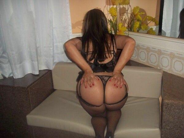 Rabuda gostosa de lingerie em fotos eróticas incríveis