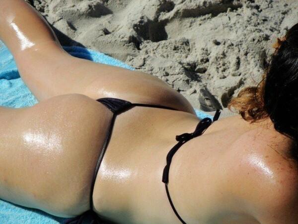 顽皮的尾巴绳在海滩上全棕褐色 10
