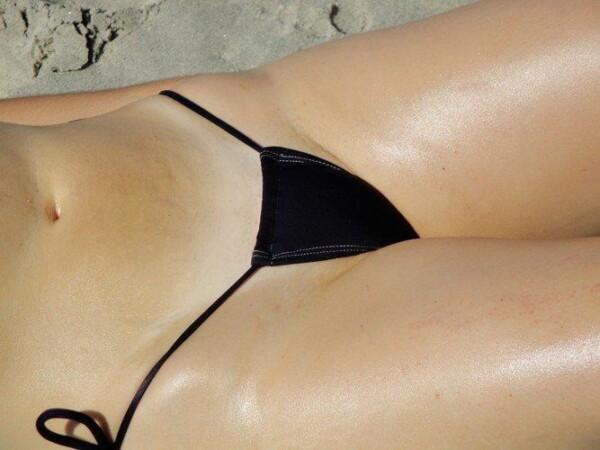 顽皮的尾巴绳在海滩上全棕褐色 5