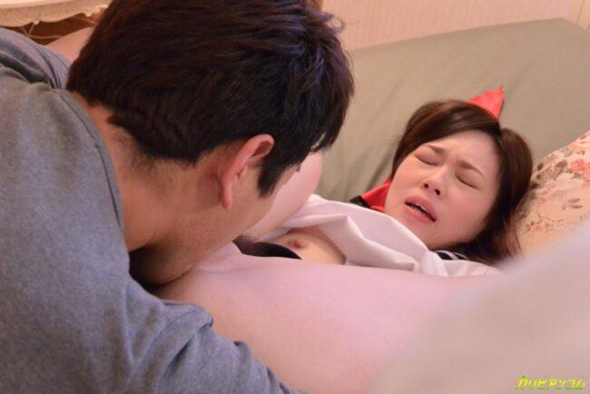 Āzijas-kails-pāris, kam ir sekss ar vibratoru-incītis-6