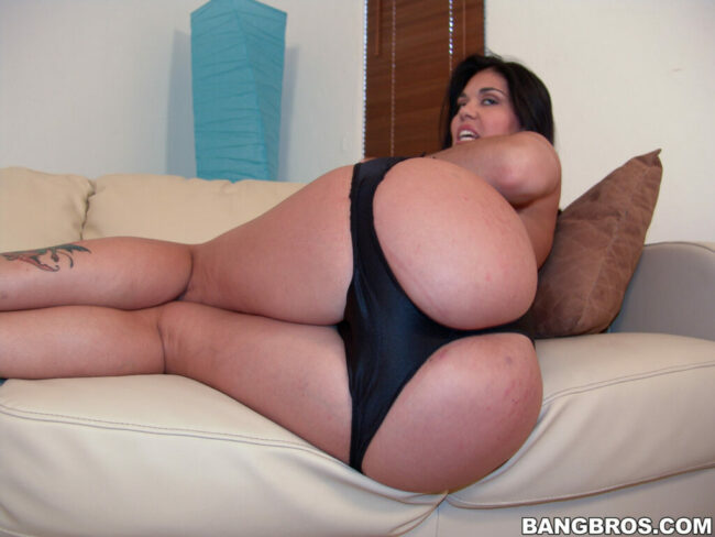 bangbras-hot-busty-pushhing-her-bare-ass-10-scaled