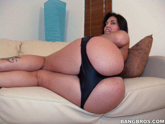 bangbras-hot-busty-pushing-her-bare-ass-10-скалирани