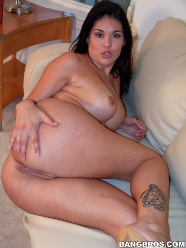 bangbras-hot-busty-pushhing-her-bare-ass-15-scaled