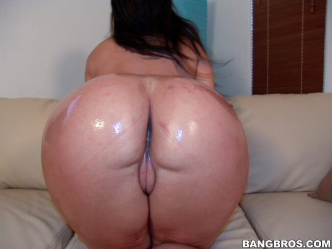 bangbras-hot-busty-pushhing-her-bare-ass-18-scaled