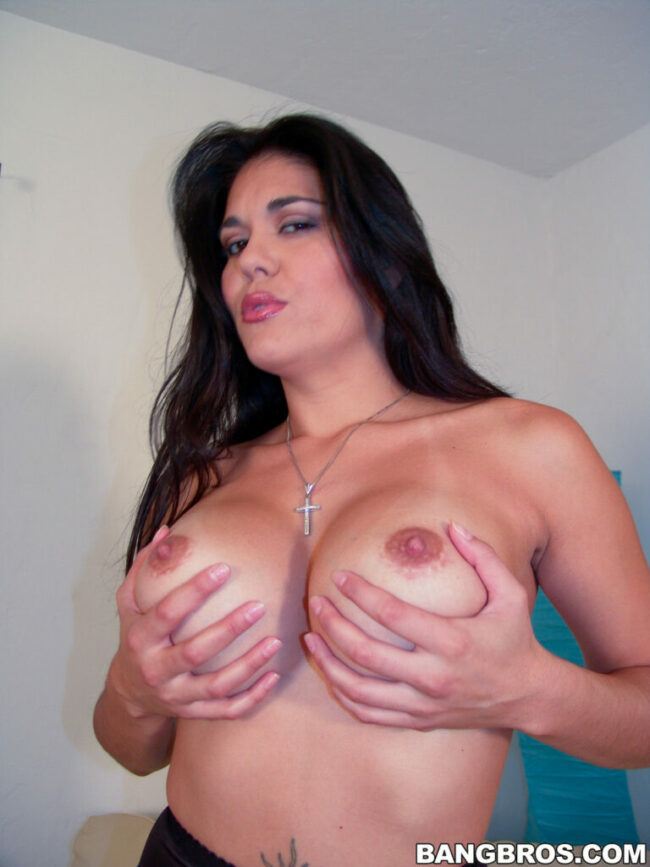bangbras-hot-busty-pushhing-her-bare-ass-6-scaled