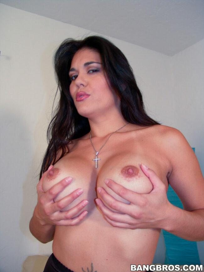 bangbras-hot-busty-pushing-her-bare-ass-6-скалирани